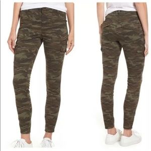 Caslon Cargo Camo straight leg pants size 32